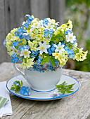Kleiner Strauß mit Primula veris (Himmelsschlüssel , Schlüsselblumen)