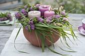 Kerzenkranz aus Trifolium pratense (Rotklee) und Gräsern