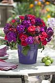 Rot -lila Strauss mit Phlox paniculata (Flammenblumen), Rosa (Rosen)