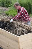 Hochbeet aus Brettern bauen