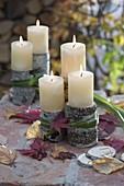 Stücke von Betula (Birke) als Kerzenständer , zusammengebunden
