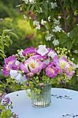 Strauss aus Paeonia lactiflora 'Bowl of Beauty' - Edel-Pfingstrose