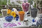 Essbare Blüten frisch und getrocknet für Tee : Rosa (Rosen), Kamille