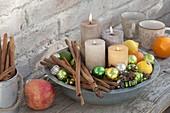 Schneller Adventskranz mit 4 Kerzen in Metall-Schale