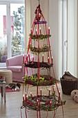 Kränze als hängender Weihnachtsbaum