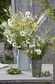 Wiesenblumenstrauss : Leucanthemum vulgare (Margeriten), Ranunculus acris