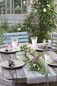 Frühsommer-Tischdeko : Graszopf als Tischgirlande dekoriert mit Kamille