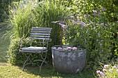 Gartenecke mit Wasserspiel