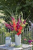 Leuchtender Strauss aus Gladiolus (Gladiolen), Fenchel - Blüten