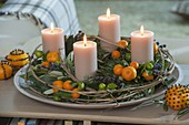 Mediterraner Adventskranz mit Früchten von Calamondin-Orangen