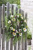 Kranz von der Blumenwiese : Gräser, Leucanthemum (Margeriten),