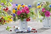 Bunte Sommerstraeusse aus Rosa (Rosen), Alchemilla (Frauenmantel)
