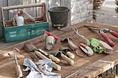 Gartenwerkzeug und Kleingeräte im Herbst reinigen zum einwintern
