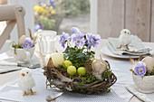 Osternest aus Zweigen und Moos als Tischdeko