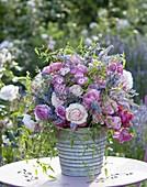 Üppiger Duftstrauss aus verschiedenen Rosa (Rosen), Veronica