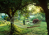 HAMMOCK IN SHADY SPOT BETWEEN TWO CRAB Apple TREES LITTLE Court, HANTS. (THIS IS A CHALKY / ALKALINE Garden)