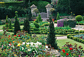 THE CELTIC CROSS KNOT Garden AND PARTERRE. THE ABBEY HOUSE, WILTSHIRE.