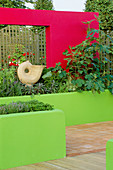 THE SPECSAVERS Garden: CONCRETE RENDERED WALLS PAINTED Lime Green AND RED. DESIGNERS: NAILA Green AND LEE JACKSON