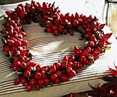 Hagebuttenkranz in Herzform