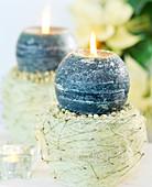 Adventsgesteck selbst gemacht: Tontopf mit Sisal, Erbsen und Kiefernnadeln in 5