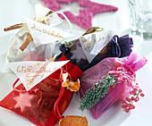 Weihnachtsduftsäckchen mit verschiedenen Duftfüllungen wie Zimtstangen, Orangen,