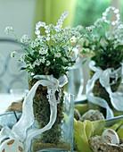 Kleiner Strauß aus weißen Vergißmeinnicht - Blüten
