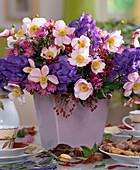 Anemone japonica / Herbstanemone, Aconitum napellus / Eisenhut, Rosa multiflora