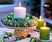 Malus / Apfelringe als Kerzenkranz auf Draht gefädelt