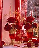 Rosa / Rose 'Grand Prix', 'Red Juwel', Asparagus / vergoldeter Zierspargel, Kerzen