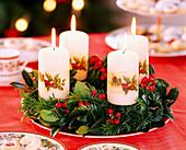 Adventskranz aus Zweigen und Kerzen