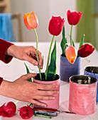 Angemalte Blechdosen als Vase: 2/3