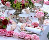 Rosen-Tischdeko