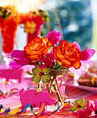 Rosa / Rose gelb mit rotem Rand, Cyclamen / Alpenveilchen, rosa Filzschwein, Glü