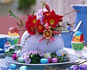 Keramikei mit Primula (Frühlingsprimel)