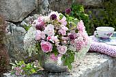 Strauss aus Rosa (Rosen), Allium (Zierlauch), Hydrangea (Hortensien