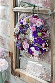 Kranz aus Rosa (Rosen), Phlox (Flammenblumen), Lavandula (Lavendel