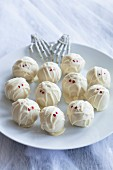Pumpkin truffle mummies for Halloween