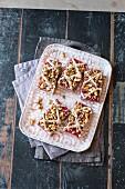 Veganer Himbeer-Streuselkuchen mit Vanillecreme