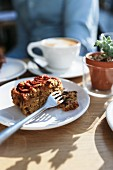 Kaffee und Kuchen im Café