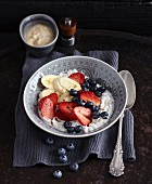 Berry muesli with mashed banana