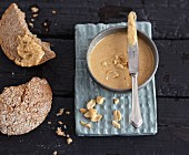 Vegetarian peanut and coconut spread