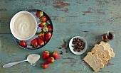 Ingredients for a speedy tiramisu with melba toast, strawberries and quark