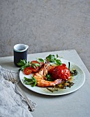 Lukewarm tomato and prawn salad (low carb)