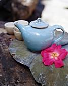 Asiatische Teekanne mit Teeschälchen