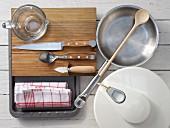 Küchengeräte die für die Zubereitung von überbackenen Austern benötigt werden