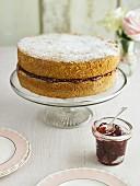Victoria Sponge Cake mit Marmeladenfüllung (England)