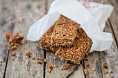 Glutenfreie Lupinen-Müsliriegel mit Nüssen