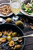 Pan-fried figs, walnuts, white wine and salad