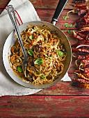 Spaghetti Puttanesca mit getrockneten Chilischoten