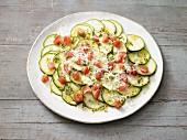 Zucchini-Carpaccio mit Tomatenwürfeln (laktosefrei)